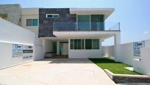 Hermosa Casa Minimalista Con Amlpios Espacios