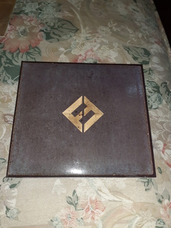 Cd. Foo Fighters. Concrete Gold.