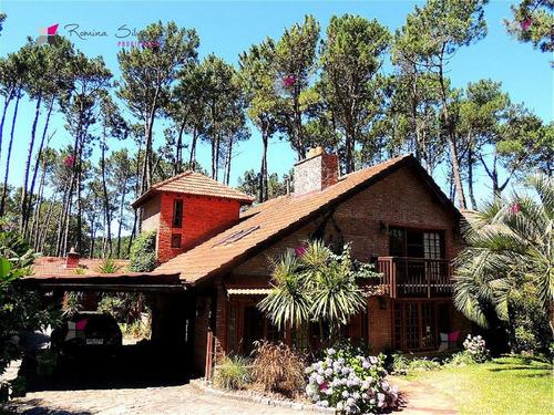 Casa En Pinares, 4 Dormitorios - Ref: 9474