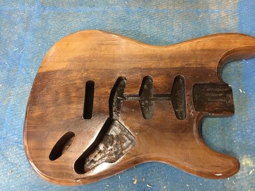 Imagem 1 de 6 de Corpo Guitarra Modelo Strato Em Imbuia