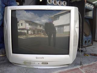 Televisor, Panasonic De 32 De Tubo Gris.