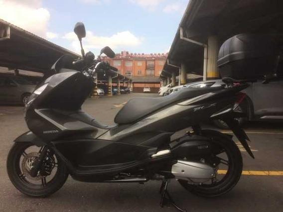 Vendo Moto Gris Honda Pcx150 Automatica