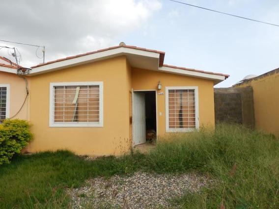 Casa En Venta En Hacienda Yucatan, Lara Rahco