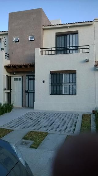 Casa 2 Pisos,3 Recamaras Con 2 1/2 Baños.