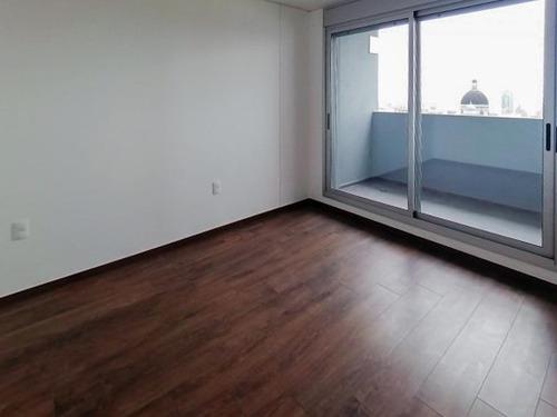 Venta De Apartamento 2 Dormitorios Con Terraza Y Balcón En El Centro