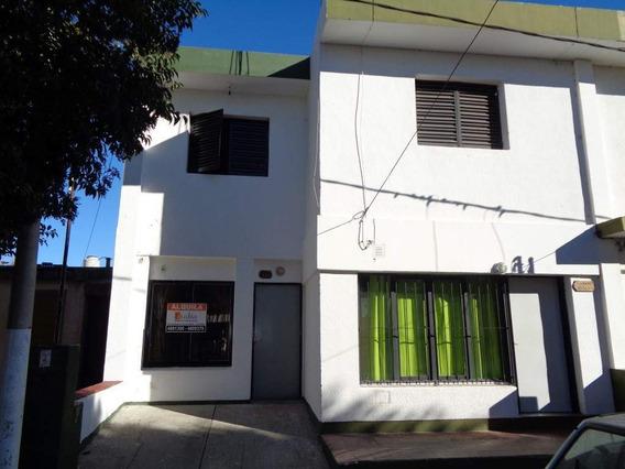 B° Don Bosco - Casa De 2 Dormitorios Amplia Y Luminosa Con Patio Y Cochera