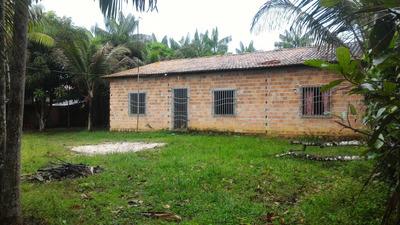 Uma Casa Com 6 Compartimentos 4 Quartos Com Suítes