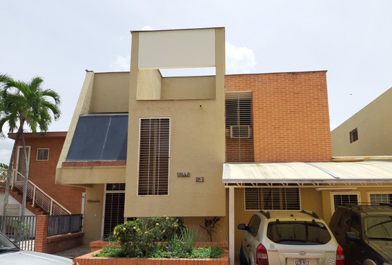 Town House En Venta Guataparo Cód.423679 Liliana Trias R