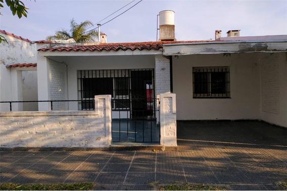 Alquiler Casa, 2 Dorm. A 200 Mtrs De La Costanera.