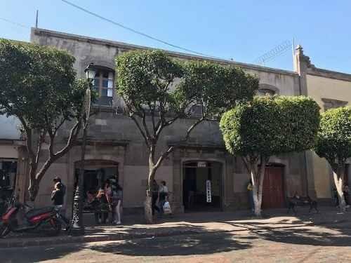 Edificio Con Locales Y Departamentos En Centro Queretaro