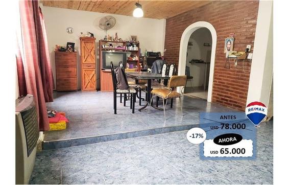 Casa Con 4 Dorm, 2 Cocheras, Patio