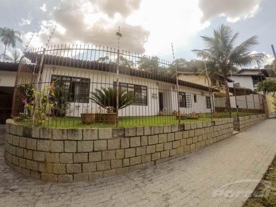 Excelente Casa Com Três Dormitórios E Demais Dependências. Área De Festas Com Piscina. - 3579712