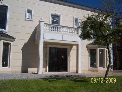 Casa Estilo Neoclasico,en Barrio Cerrado Laguna Del Sol