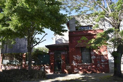 Imagen 1 de 23 de Casa Venta 3 Dormitorios 2 Baños Jardín 140 Mts 2 Cubiertos. - La Plata