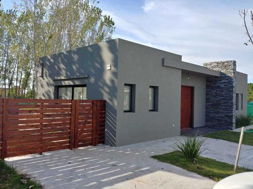 Imagen 1 de 11 de Casa En Venta San Matias Area 2