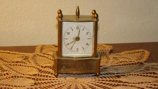 Reloj De Mesa, A Cuerda Con Cajita Musical