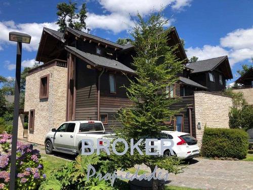 Broker- Casa Pucon Orilla Lago- Condominio Seguro - 1 -