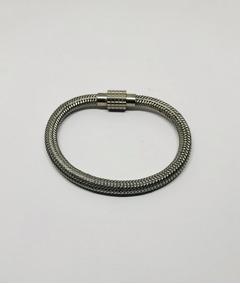 Pulseira De Aço Formato Bracelete Trabalhada Com Fecho Imã
