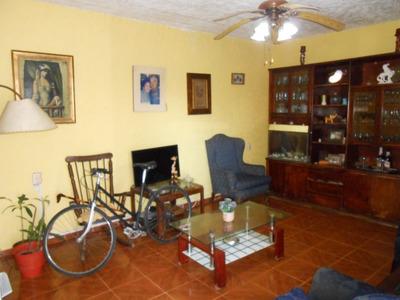 Casa + Apartamento De Muy Buenas Comodidades !!!