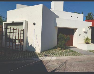 Renta O Venta. Casa Con 3 Recamaras, 4 Baños, 440 Mts