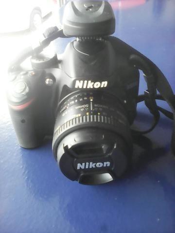 Camera Nikon D320