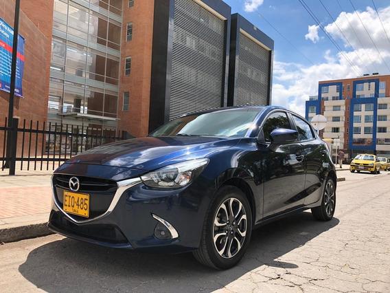 Mazda 2 Azul - Modelo 2018