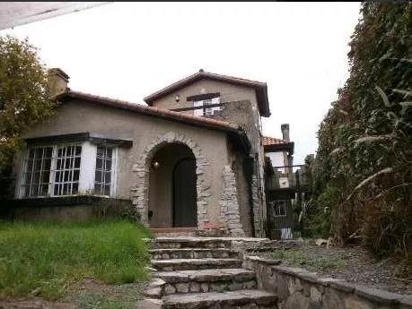 Casa De Gran Arquitectura En La Barranca De Quilmes.