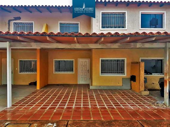 Townhouse En Villa Athenas