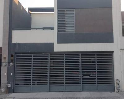 Venta De Casa En Las Lomas Sector Privado