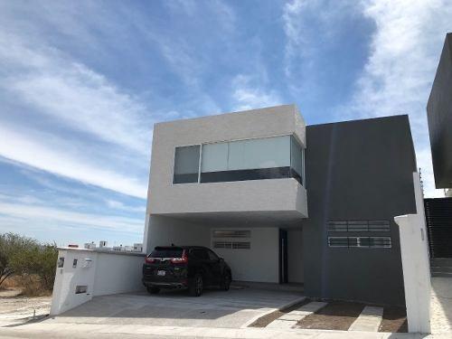 Se Renta Hermosa Casa En Cumbres Del Lago Juriquilla