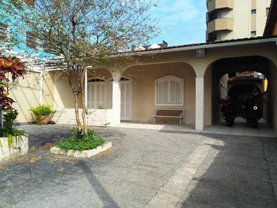 Excelente Casa Com Edícula Ótima Localização, 100mt Da Praia