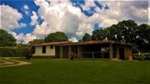 Casa En Venta En Safari Country Club Valencia19-3724 Valgo