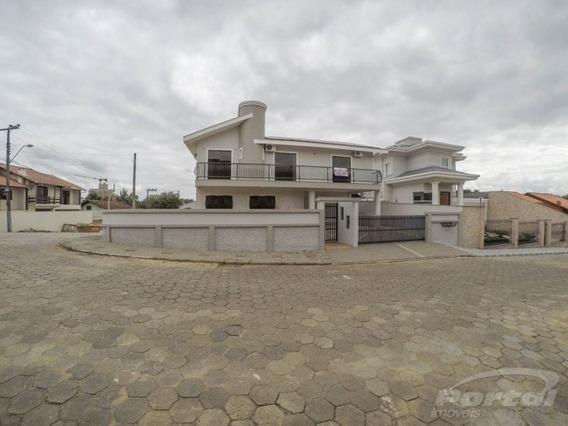 Excelente Casa Localizada No Bairro Fortaleza, Com 3 Dormitórios Sendo Uma Suite E Demais Dependências E 2 Vagas De Garagem. - 3578971