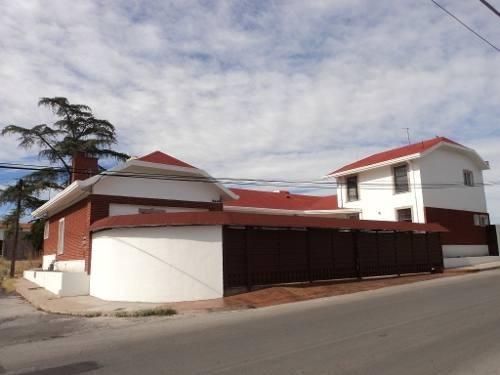 Excelente Casa De 1 Planta, 4 Recamaras, Equipada, En Esquina, Salón De Juegos, Cerca De Avenidas