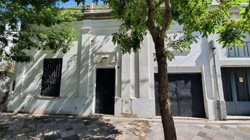 Casa Venta 2 Dormitorios 1 Baño 1 Cochera Y Patio 80 Mts 2 Cubiertos - Terreno 102 Mts 2- La Plata