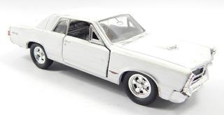 Carrinho Welly Pontiac Gto Branco (1965) 1:36