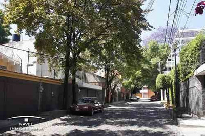 Ubicada En Una Calle Empedrada Y Arbolada. Cav-3697
