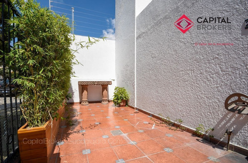 Imagen 1 de 30 de Casa En Venta En Providencia De Oportunidad