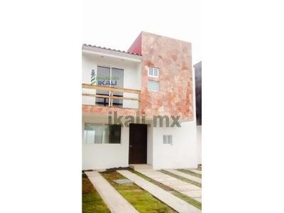 Casas Nuevas Venta Tuxpan Veracruz Frente A La Laguna 3 Rec. 2 Pisos Ubicadas En La Calle La Ribera De La Laguna De Tampamachoco, Cada Casa Cuenta Con 135 M² De Construcción Y 156 M² De Terreno, Sala