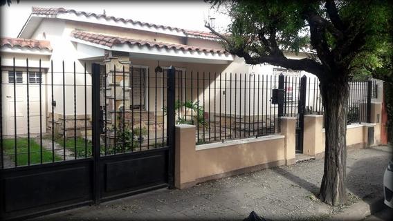 Casa En Pleno Centro De Villa Allende