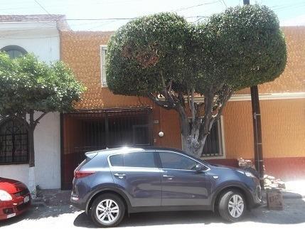Casa En Venta Esquina De Calle Gabriel Leyva, Zapopan, Jal.
