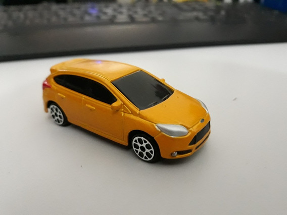 Miniatura Maisto Ford Focus St 1/64 Loose