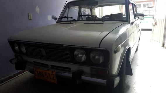 Automovil Lada 1600
