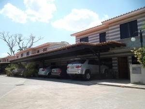 Townhouse En Venta Caracaras San Diego Carabobo 20-4225 Rahv