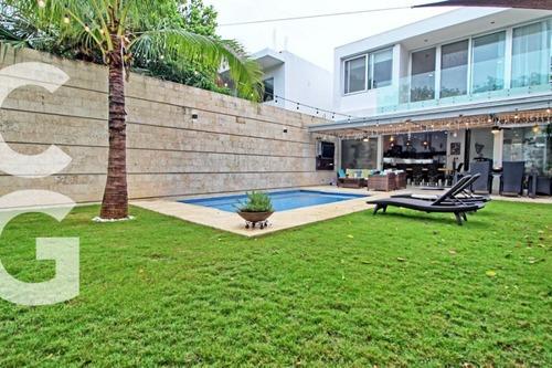 Casa En Venta En Playa Del Carmen En Residencial Playa Magna