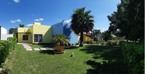 Hermosa Quinta Rodeada De Naturaleza Y Árboles