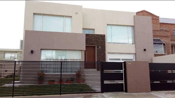 Moderna Casa De 3 Dorms En Solares Del Marques - Rada Tilly