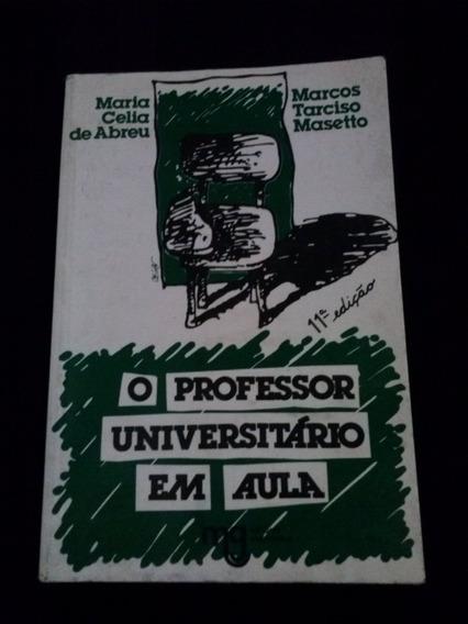 O Professor Universitário Em Aula Bia