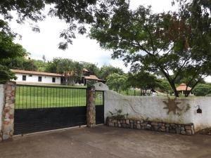 Casa En Venta En Safari Country Club Valencia 19-12647 Valgo