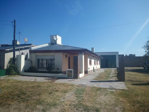 Casa Grande A 1 Cuadra Y Media Del Mar En Claromeco